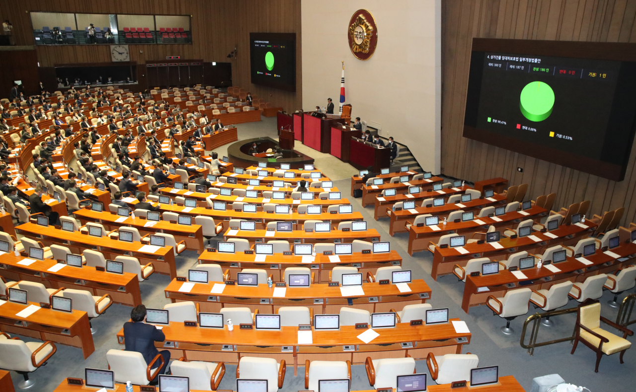 Lawmakers pass revision on tenant protection on Thursday. Yonhap