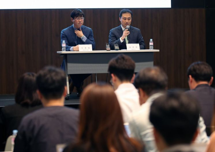 Lime Asset Management Co. former executive Lee Jong-pil (left) and CEO Won Jong-jun