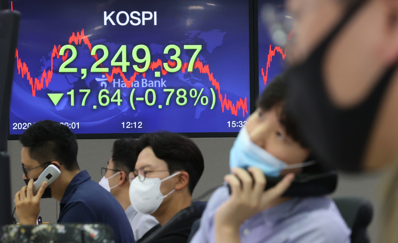 Electronic signboards at the trading room of Hana Bank in Seoul show the benchmark Korea Composite Stock Price Index (KOSPI) closing at 2,249.37 on July 31, 2020, down 17.64 points, or 0.78 percent, from the previous session`s close. (Yonhap)