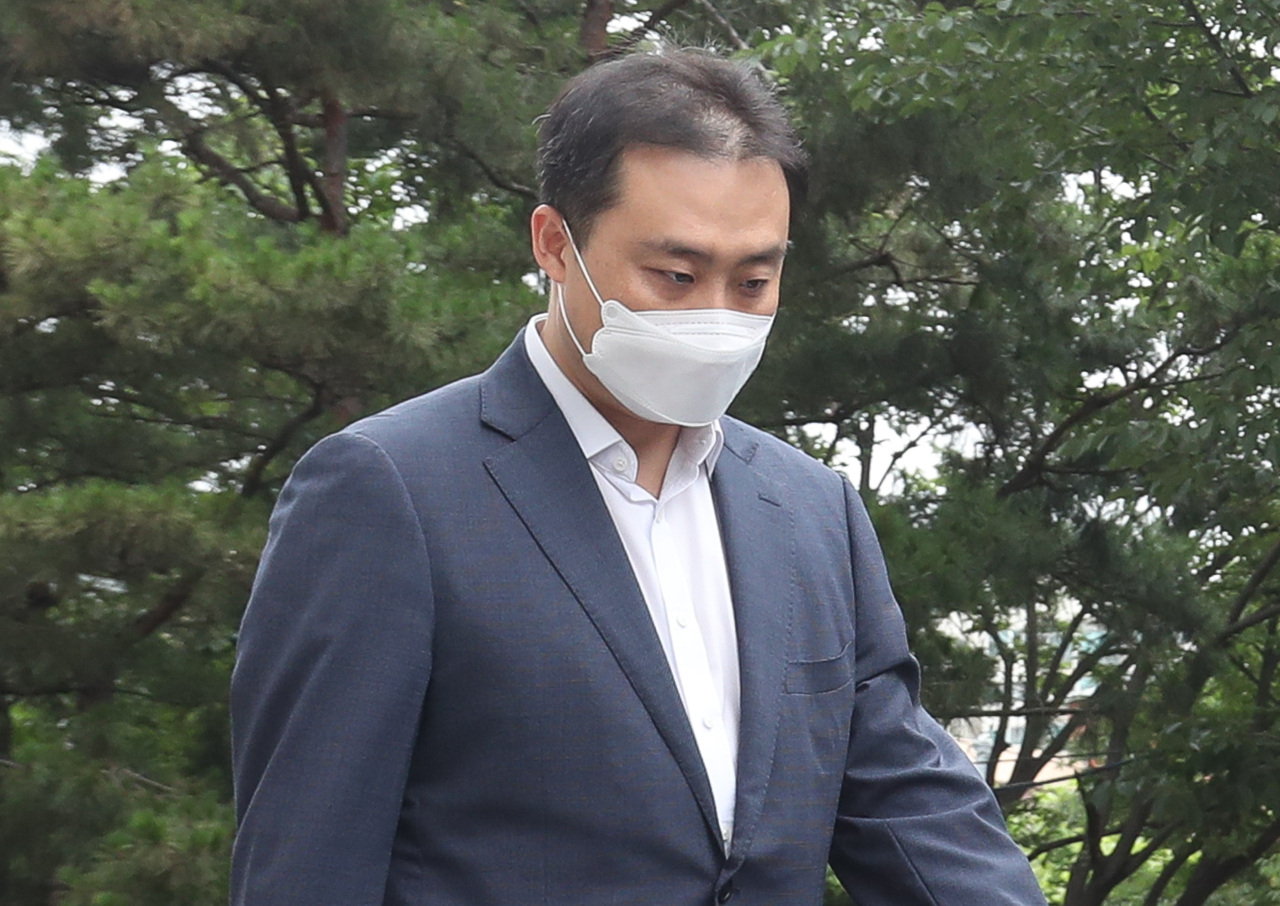 Lime Asset Management CEO Won Jong-jun appears at the Seoul Southern District Court on July 14 to have his arrest warrant reviewed. (Yonhap)