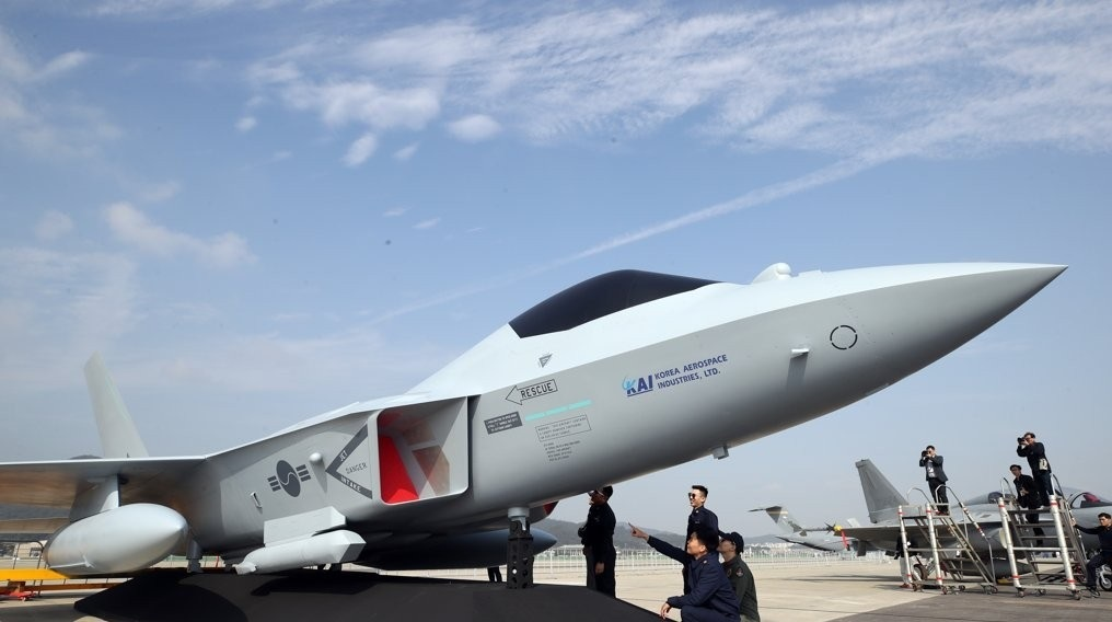 A mockup of South Korea's next-generation KF-X fighter jet is shown at the Seoul International Aerospace and Defense Exhibition in Seongnam, Gyeonggi Province, Oct. 15, 2019. (Yonhap)