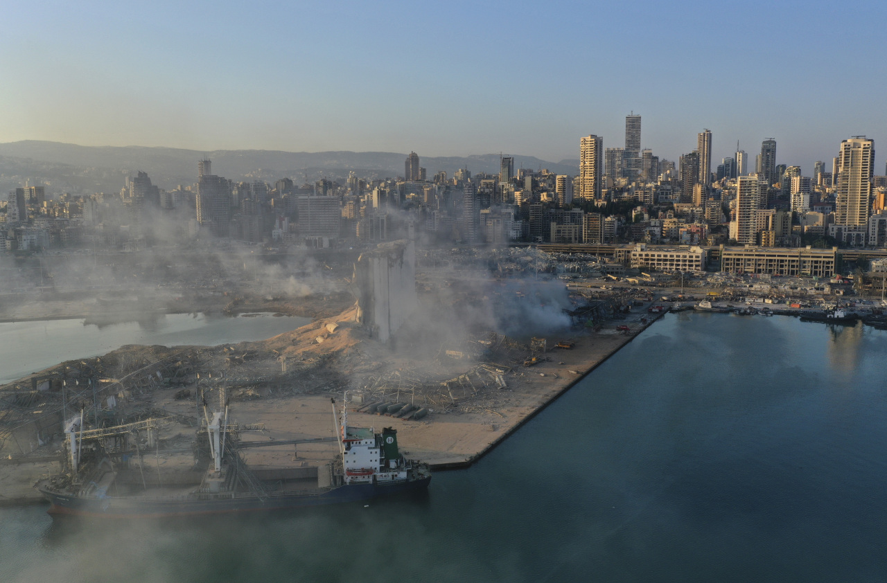 A drone picture shows smoke from the scene of an explosion at the seaport of Beirut, Lebanon, Wednesday. A massive explosion rocked Beirut on Tuesday, flattening much of the city`s port, damaging buildings across the capital and sending a giant mushroom cloud into the sky. (AP-Yonhap)