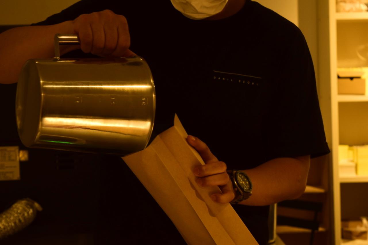 Danil Seoul roasters Ahn Sung-min and Lee Jae-woo roast all the blends and single-origin beans sold at Danil. (Danil Seoul)