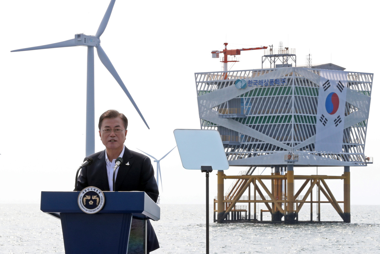 President Moon Jae-in delivers a speech at a wind farm in Buan, North Jeolla Province, on July 17. (Yonhap)