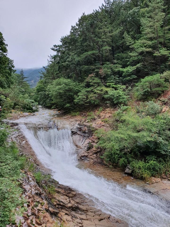 Sutong Waterfall at Gyeryongsan (Lim Jang-won / The Korea Herald)