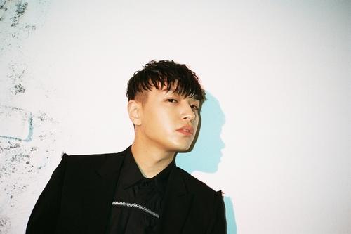 Hip-pop artist Simon Dominic (AOMG)