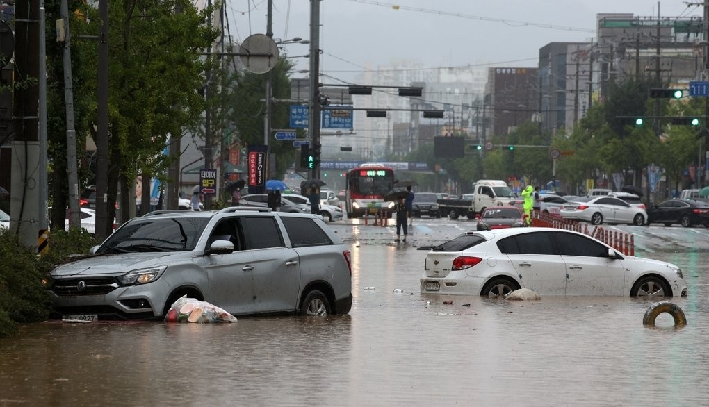 Days of torrential rain in S. Korea leave at least 30 dead