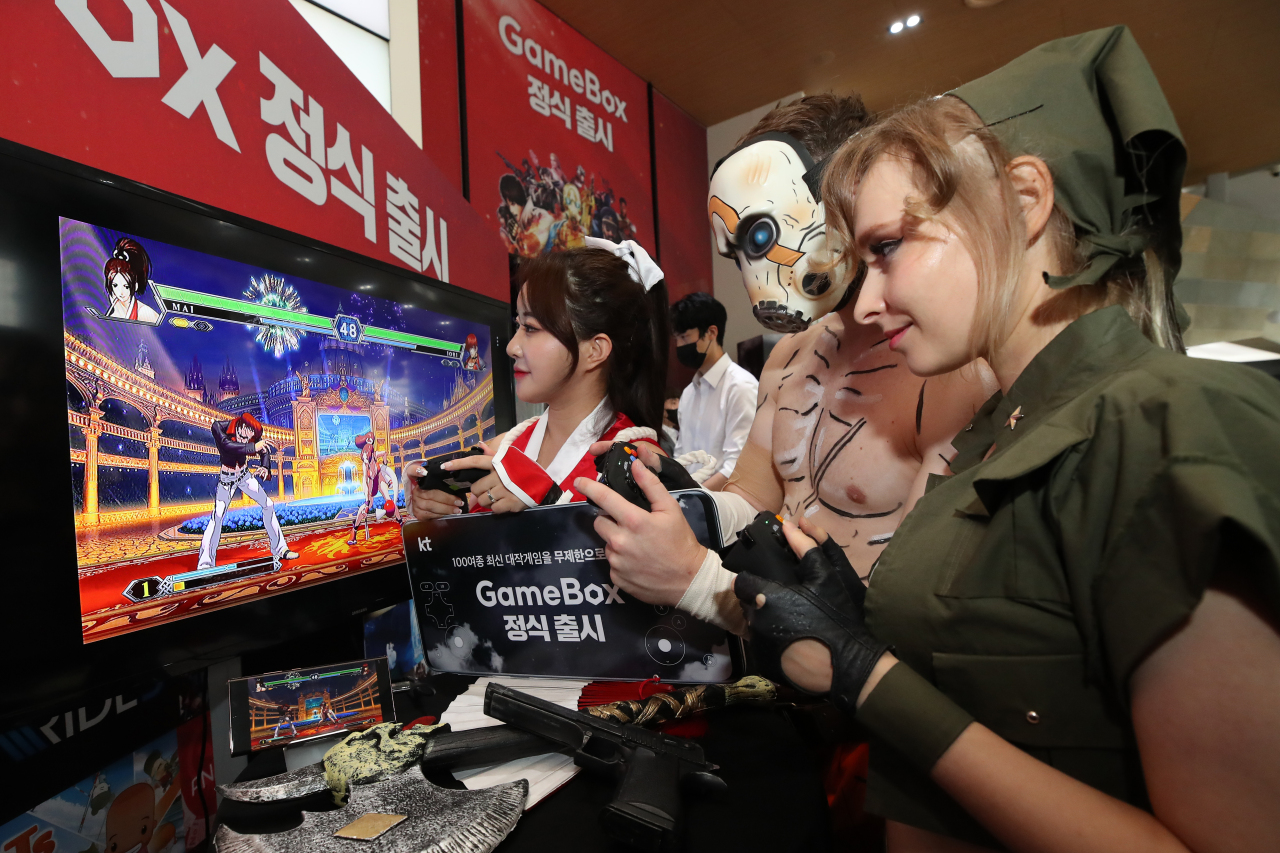 Models introduce KT's self-developed game streaming service at the company's headquarters in central Seoul, Wednesday. (Yonhap)
