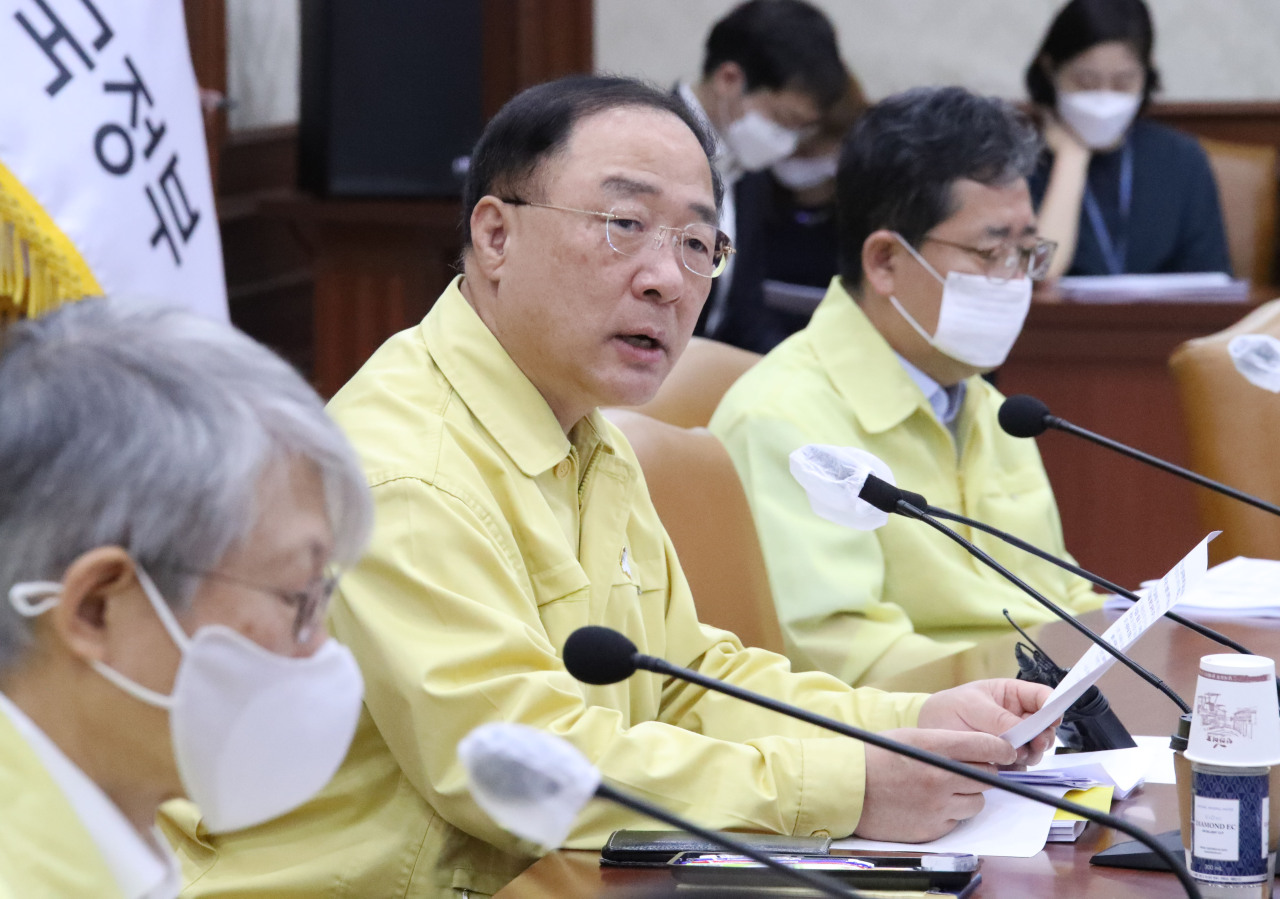 Deputy Prime Minister and Finance MInister Hong Nam-ki speaks in an economic policy meeting held Thursday at Seoul Government Complex. (Yonhap)
