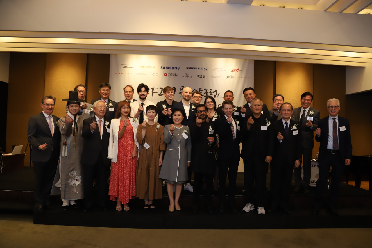 Participants of 2019 Cultural Communications Forum pose for photographs. (CICI)