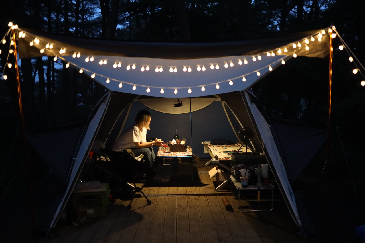A camper reads a book at a campsite in Yesan, South Chungcheong Province. (Courtesy of Lim Jeong-yeo)