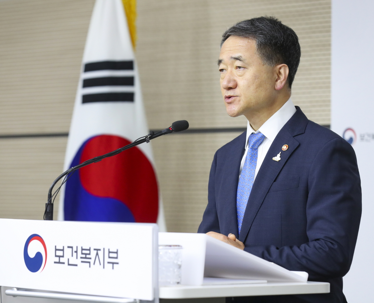 Minister of Health and Welfare Park Neung-hoo speaks Thursday morning at the government complex building in Sejong. (Health Ministry)