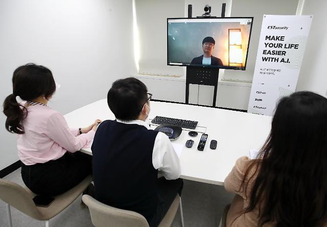 Employees at a company in Seocho-dong, Seoul, carry out online job interviews in a pilot test amid the pandemic earlier this year. (Yonhap)