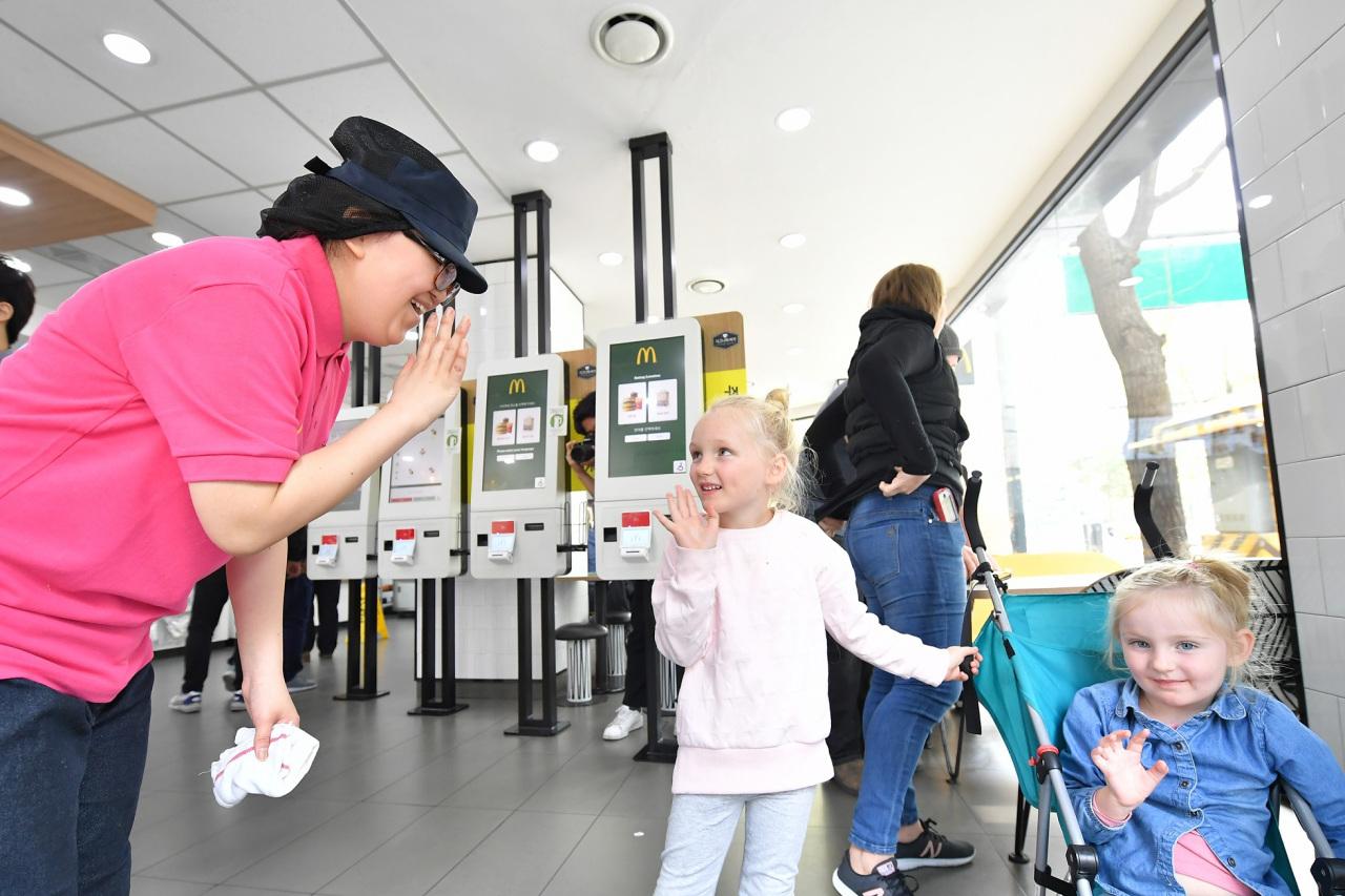 A member of the McDonald's Korea crew greets customers at a branch in Seoul. (McDonald's Korea)