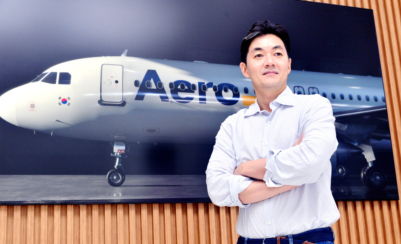 Aero K CEO Mike Kang poses for a photograph at the airline's headquarters in Cheongju, North Chungcheong Province. (Park Hyun-koo/The Korea Herald)