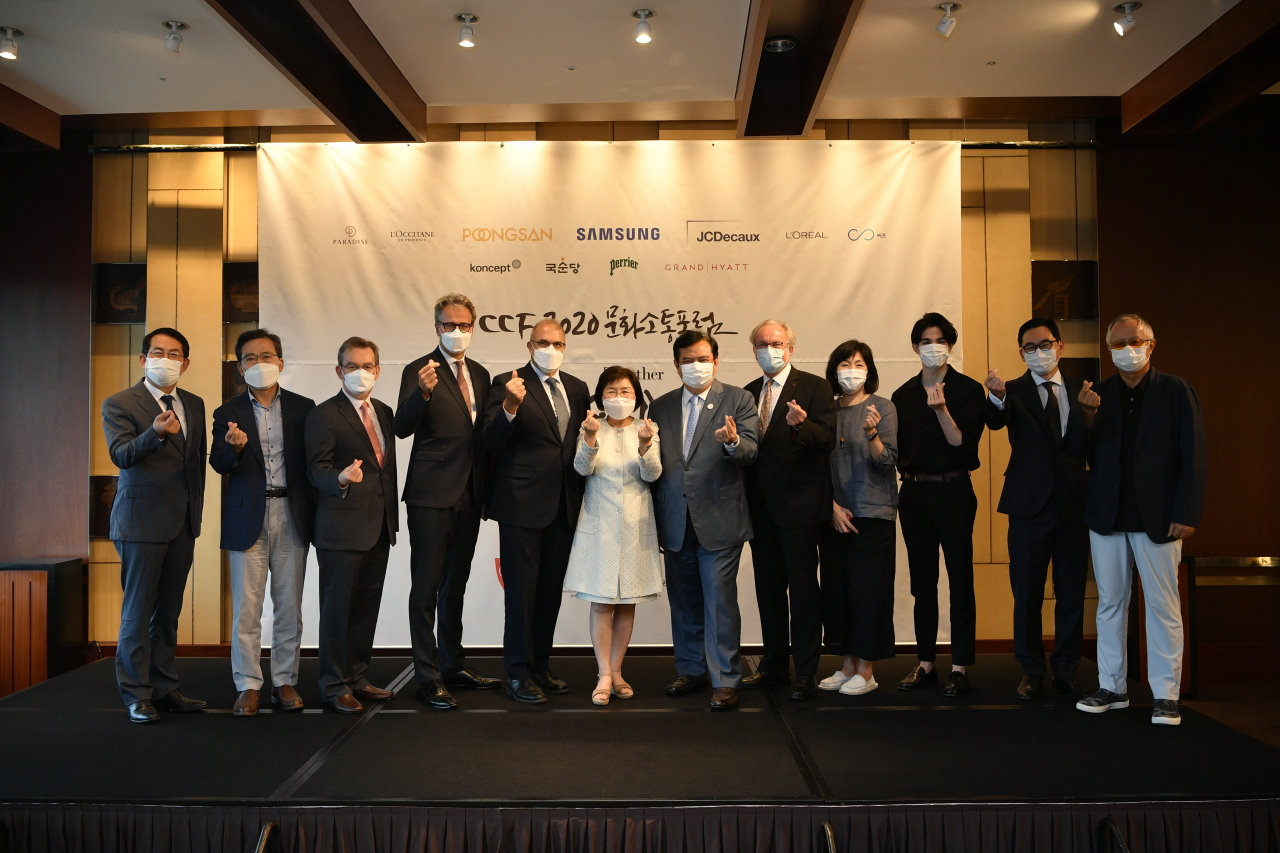 Cultural Communications Forum 2020 panelists pose for photos Wednesday at the Grand Hyatt Seoul. (CICI)