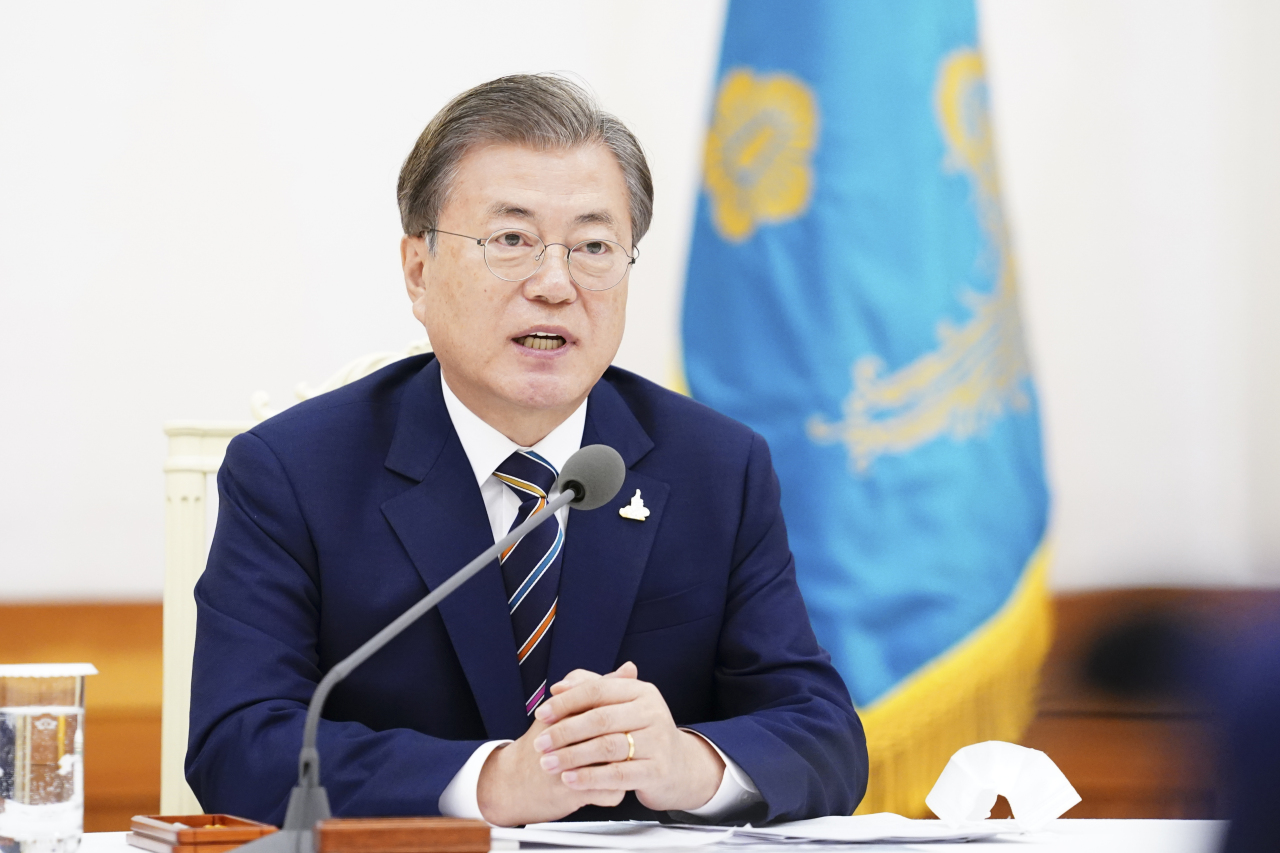 President Moon Jae-in speaks at the meeting with leaders of Protestant groups in Cheong Wa Dae on Thursday. Yonhap