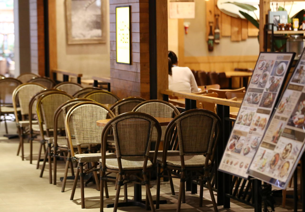 A restaurant is almost empty during lunch hour, in Seoul on Monday. (Yonhap)