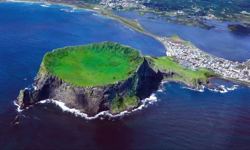Seongsan Ilchulbong on Jeju Island where special performances will take place during the 2020 World Heritage Festival (Visit Jeju)