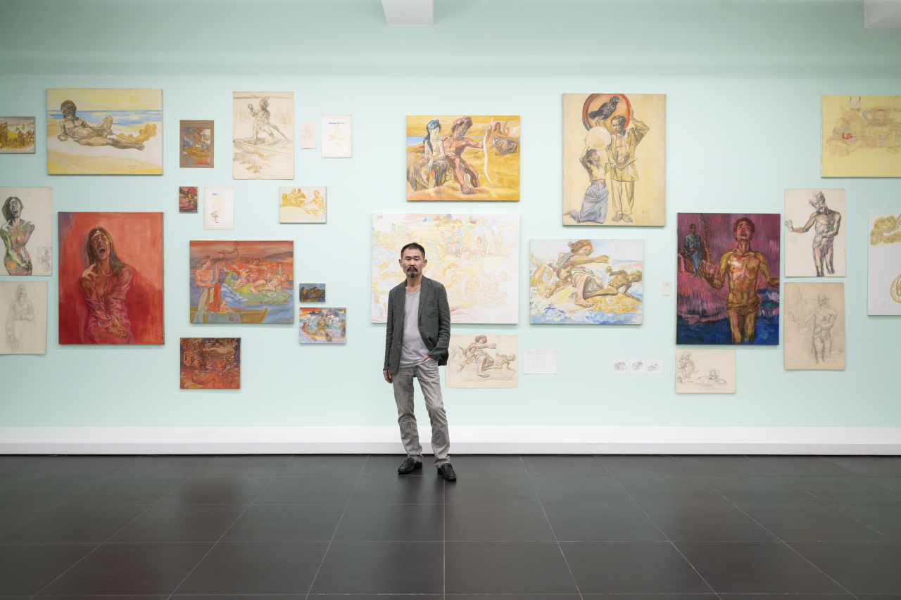 """Choi Min-hwa poses in front of his """"Once Upon a Time"""" paintings at Gallery Hyundai. (Gallery Hyundai)"""