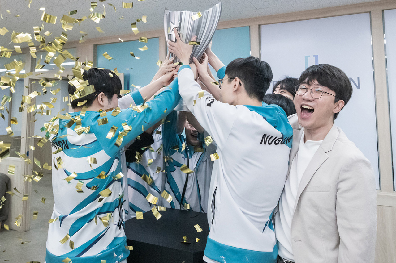 Damwon Gaming hoists the LCK trophy on Saturday. (Riot Games)