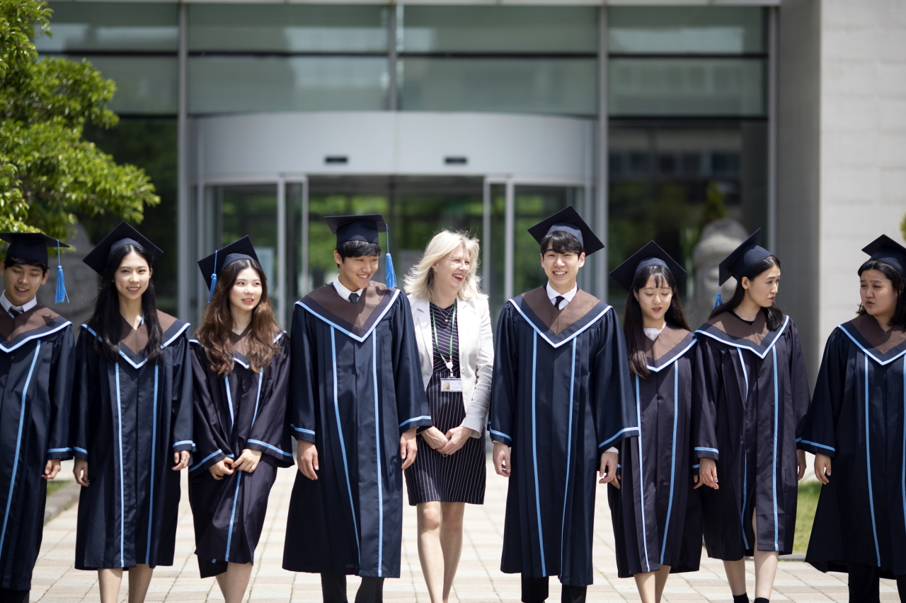 North London Collegiate School Jeju Principal Lynne Oldfield, center, poses with members of the Class of 2020 during this year's valedictory ceremony in June. (NLCS Jeju)