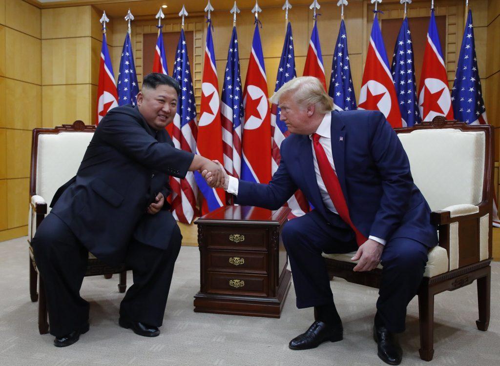 US President Donald Trump (R) and North Korean leader Kim Jong-un (Yonhap)