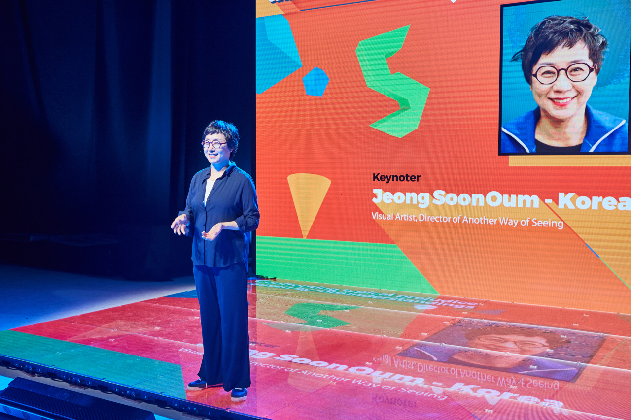 Oum Jeong-soon, CEO of Another Way of Seeing, a company providing art education to blind people, rehearses her keynote speech for the 5th International Teaching Artist Conference on Sunday. (Korea Arts & Culture Education Service)