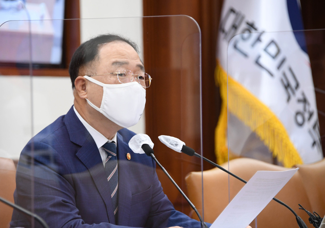 Deputy Prime Minister and Finance Minister Hong Nam-ki speaks in a meeting of economy-related ministers held Monday at Seoul Government Complex. (Yonhap)