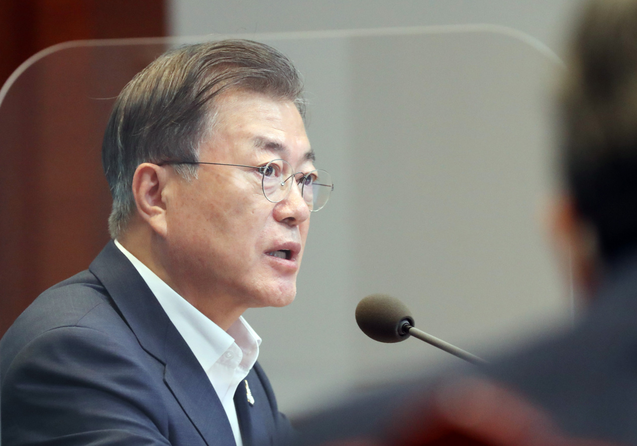 President Moon Jae-in speaks Monday at a meeting with his senior secretaries at Cheong Wa Dae in Seoul. (Yonhap)