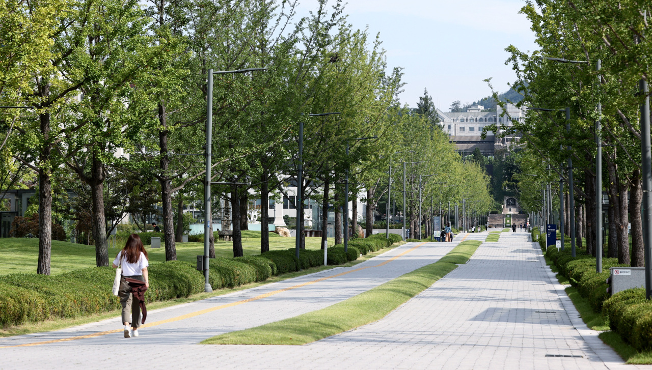 Yonsei University's Sinchon campus in Seoul is almost empty on Friday, amid prolonged strict social distancing measures in Seoul and the surrounding area. (Yonhap)