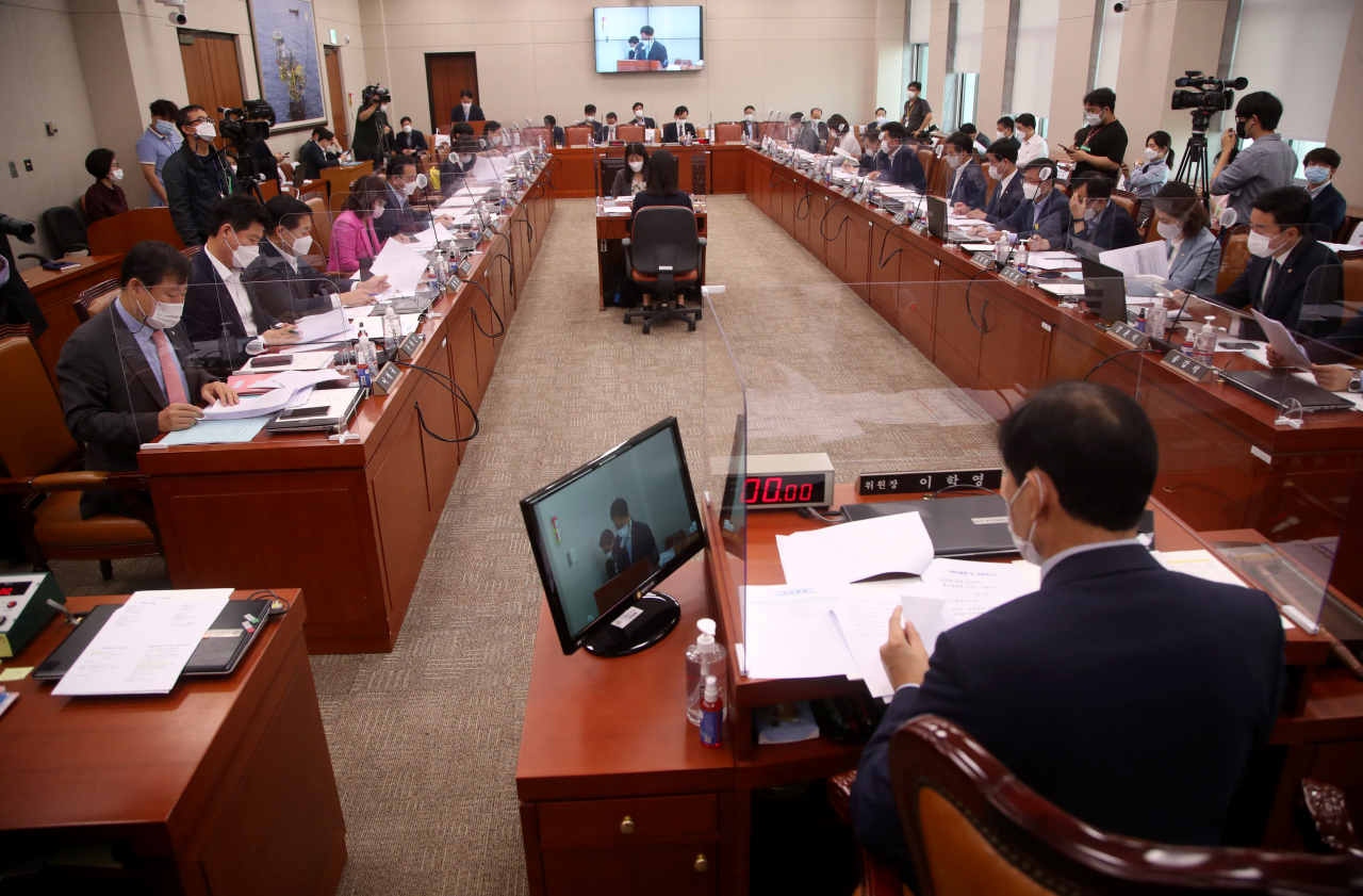 The parliamentary committee for trade, industry, energy, SMEs, and startups on Tuesday screens the fourth extra budget bill for 2020. (Yonhap)