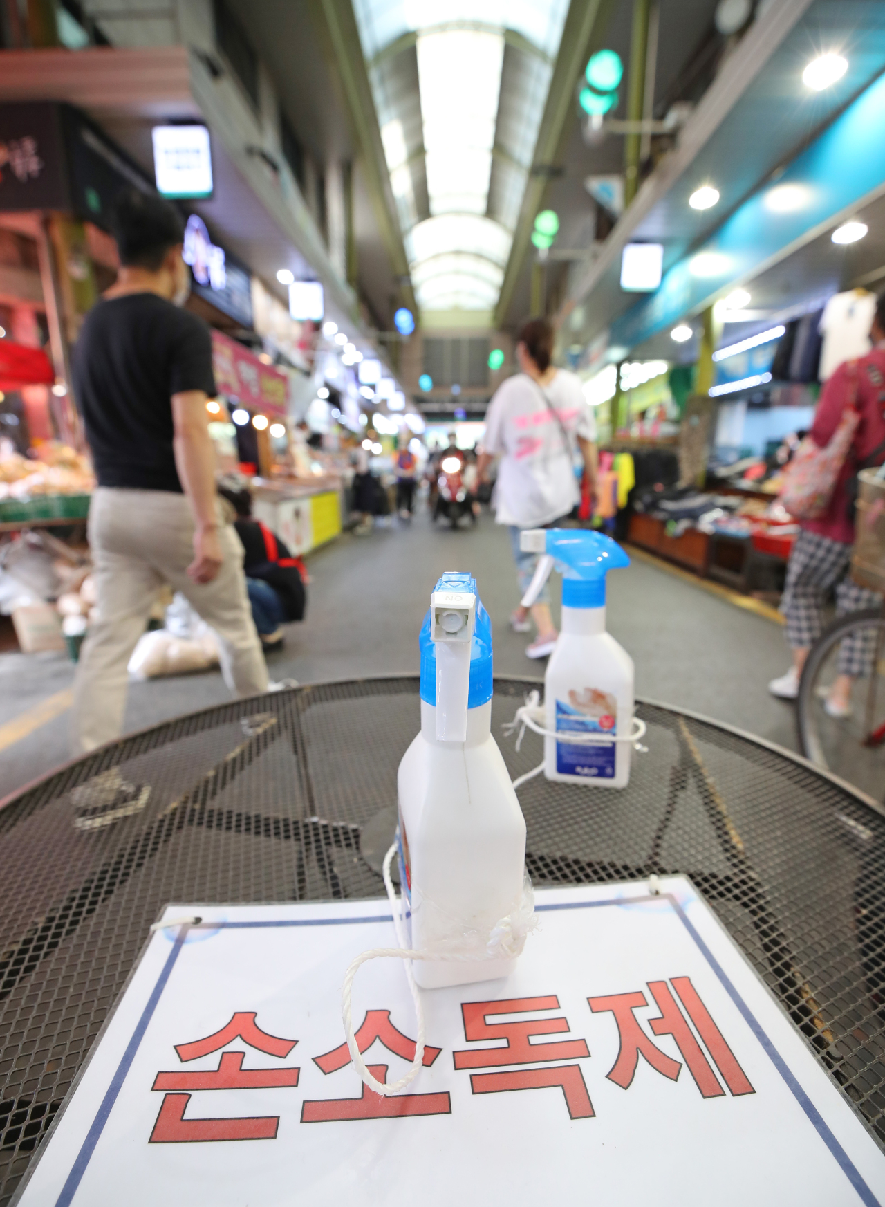 Hand sanitizer is placed at the entrance to the Mangwon Traditional Market in Seoul on Tuesday. (Yonhap)