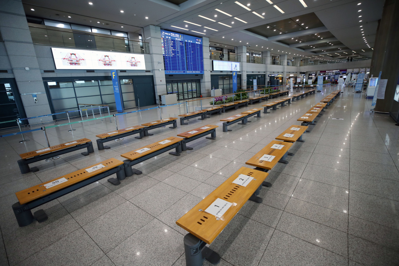 The arrival lobby of Incheon International Airport, west of Seoul, remains almost deserted in June amid the coronavirus pandemic. (Yonhap)