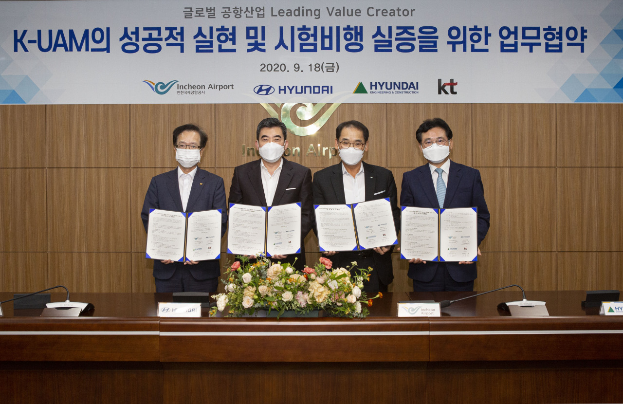 From left: Jeon Hong-beom, KT's head of AI, Shin Jai-won, Hyundai Motor's UAM business head, Baek Jeong-sun, IIAC's passenger services division vice president, and Seo Kyung-seok, Hyundai E&C's communication vice president, pose during a signing ceremony for an agreement on K-UAM at IIAC's head office in Incheon on Friday. (IIAC)