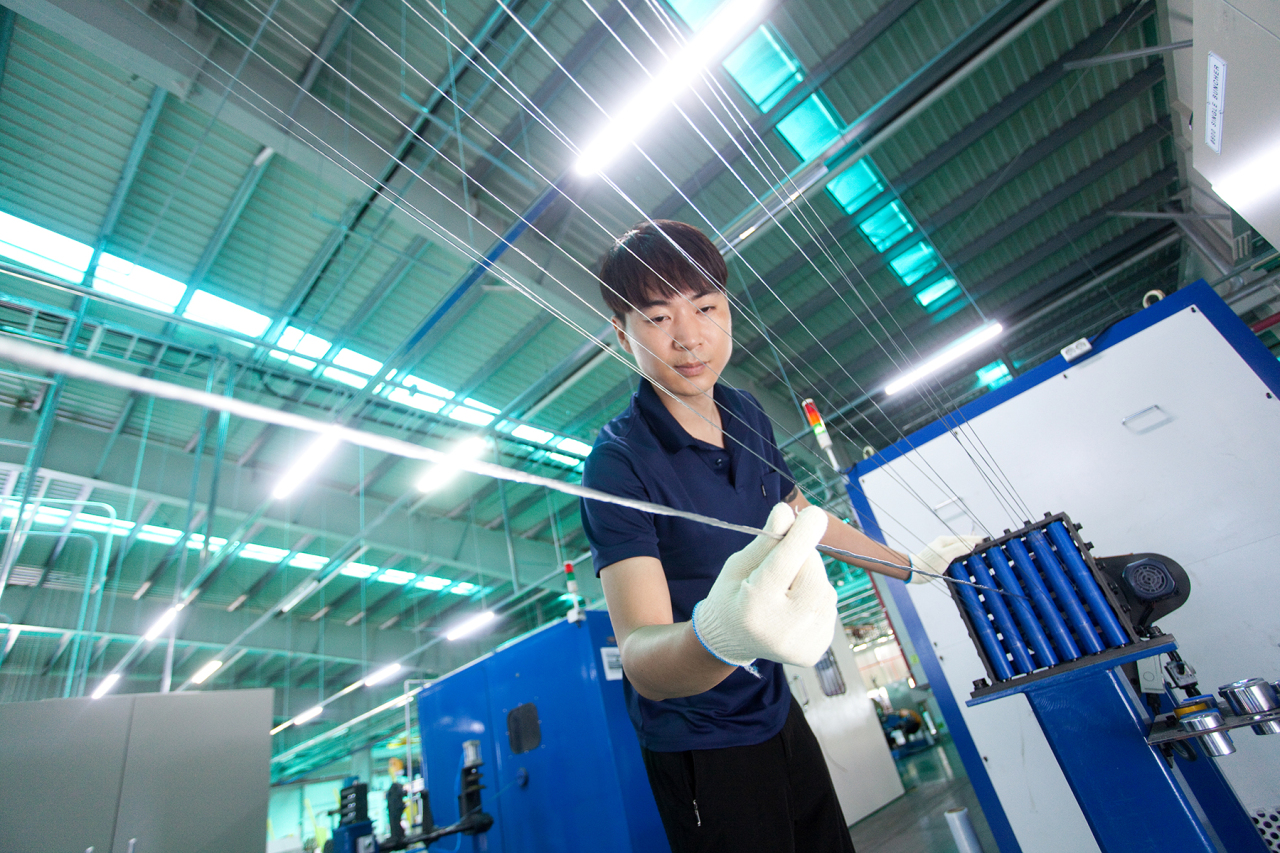 An employee works on the production of LS Cable & System's aluminum wires for electric vehicles. (LS Cable & System)