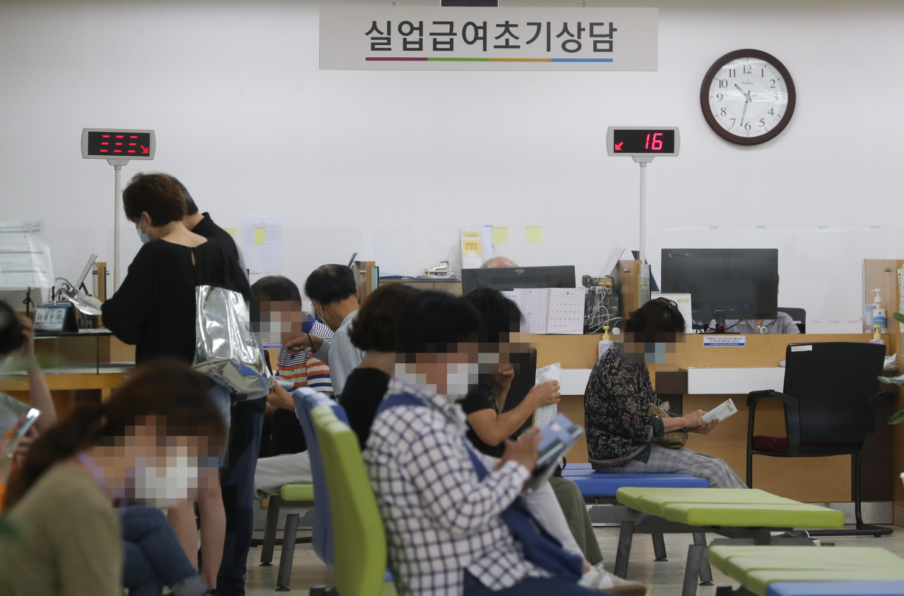 Job seekers wait for consultation at the Seoul Regional Employment and Labor Office in Jung-gu, central Seoul, in early September. (Yonhap)