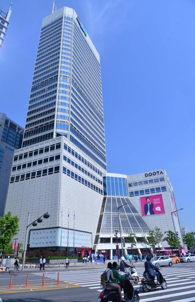 Exterior view of Doosan Tower (Herald DB)
