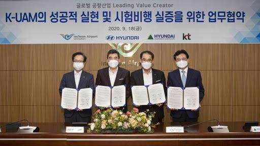 Officials from KT Corp., Hyundai Motor Co., Incheon International Airport Corp. and Hyundai Engineering & Construction Co. (Hyundai Motor Co.)