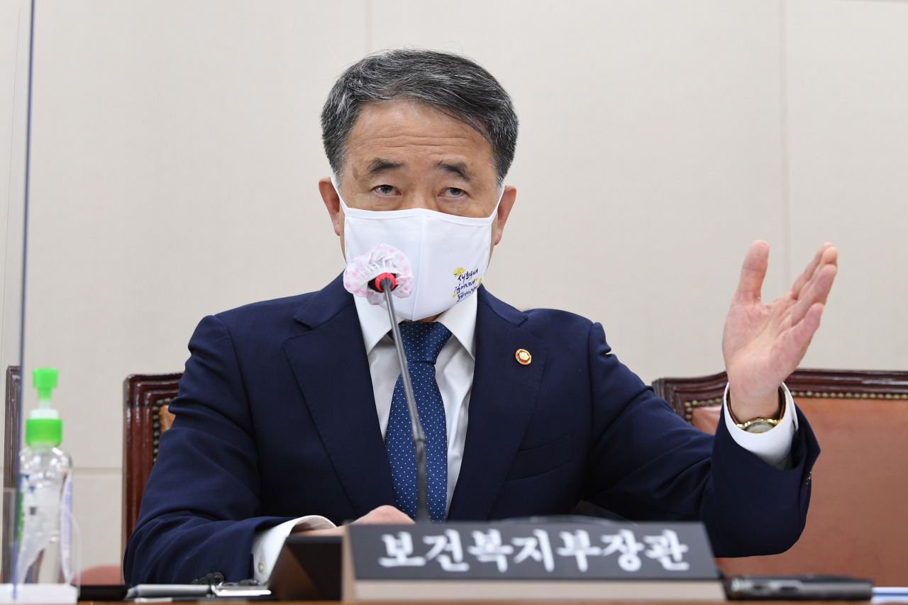 Minister of Health and Welfare Park Neung-hoo speaks during a meeting at the National Assembly on Wednesday. (Yonhap)