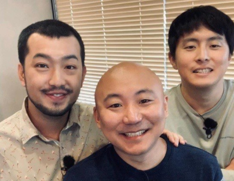 Author Joo Ho-min (center) with Kian84 (right) and author Leemalnyeon (Instagram)