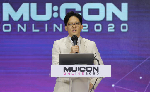S.M. Entertainment co-CEO Lee Sung-soo speaks at MU:CON Online 2020 on Friday. (Yonhap)