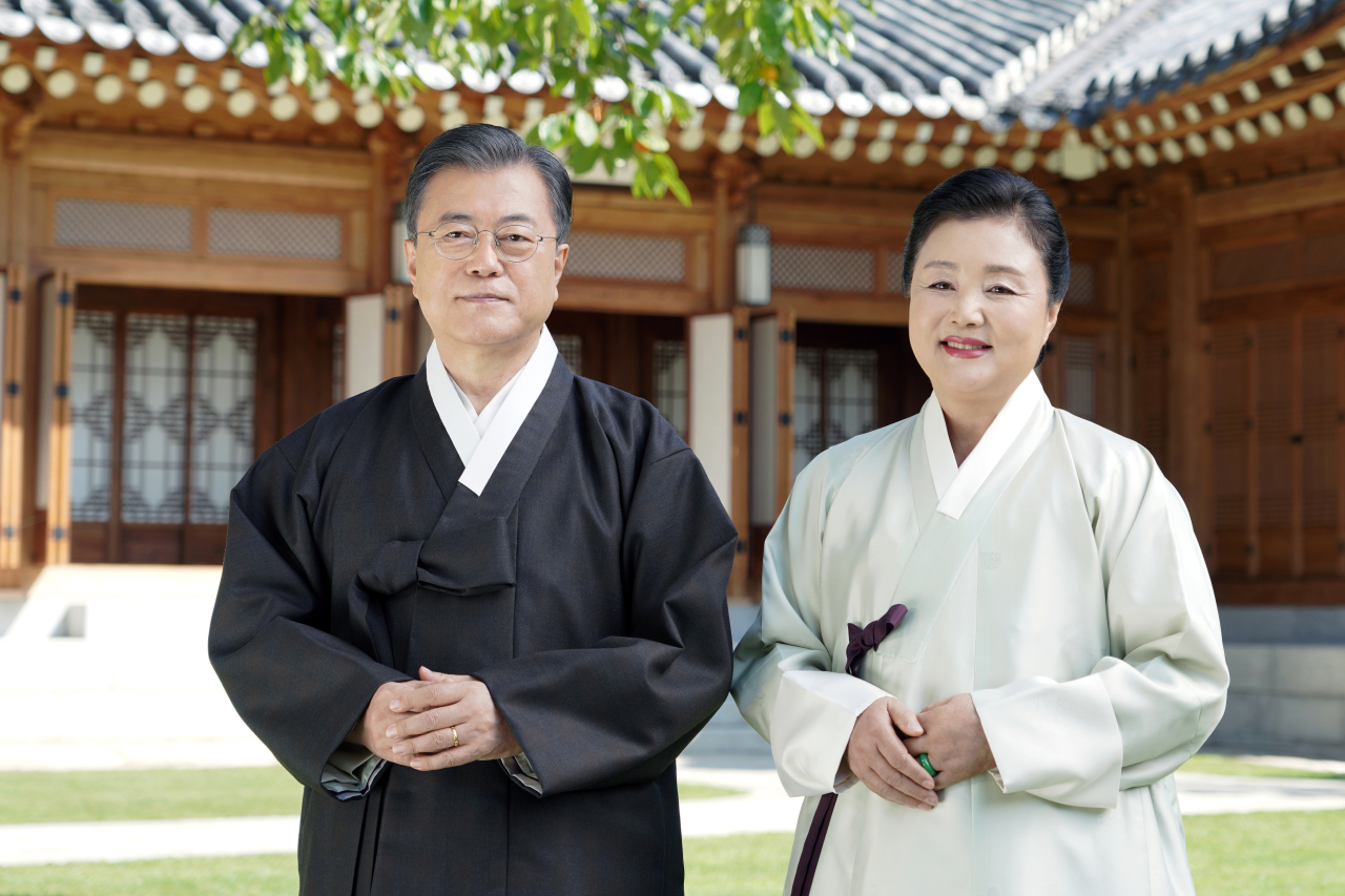 President Moon Jae-in (left) and first lady Kim Jung-sook (Cheong Wa Dae)
