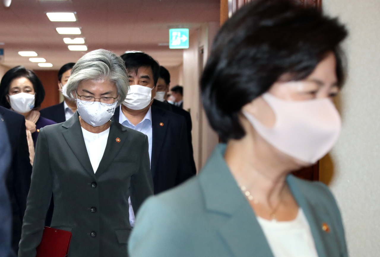 Minister of Justice Choo Mi-ae (right) and Minister of Foreign Affairs Kang Kyung-wha head to the Cabinet meeting on Tuesday. Yonhap