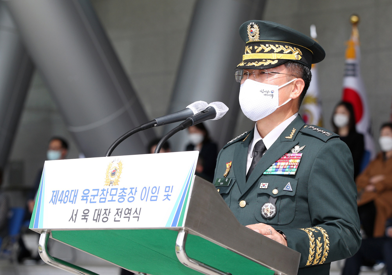 Gen. Suh Wook salutes during his farewell ceremony on Sept. 18, 2020. (Yonhap)