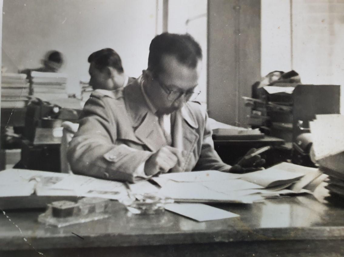 Lee Hi-chang at the newsroom of The Korea Republic (Courtesy of Lee Hang-lak)