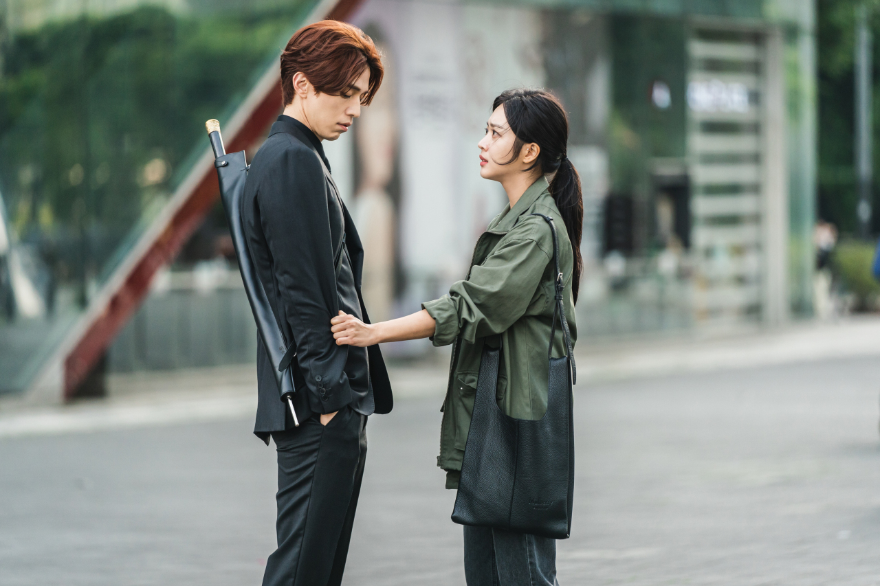 """Lee Dong-wook (left) and Jo Bo-ah in tvN's """"Tale of the Nine Tailed"""" (Cj Entertainment)"""