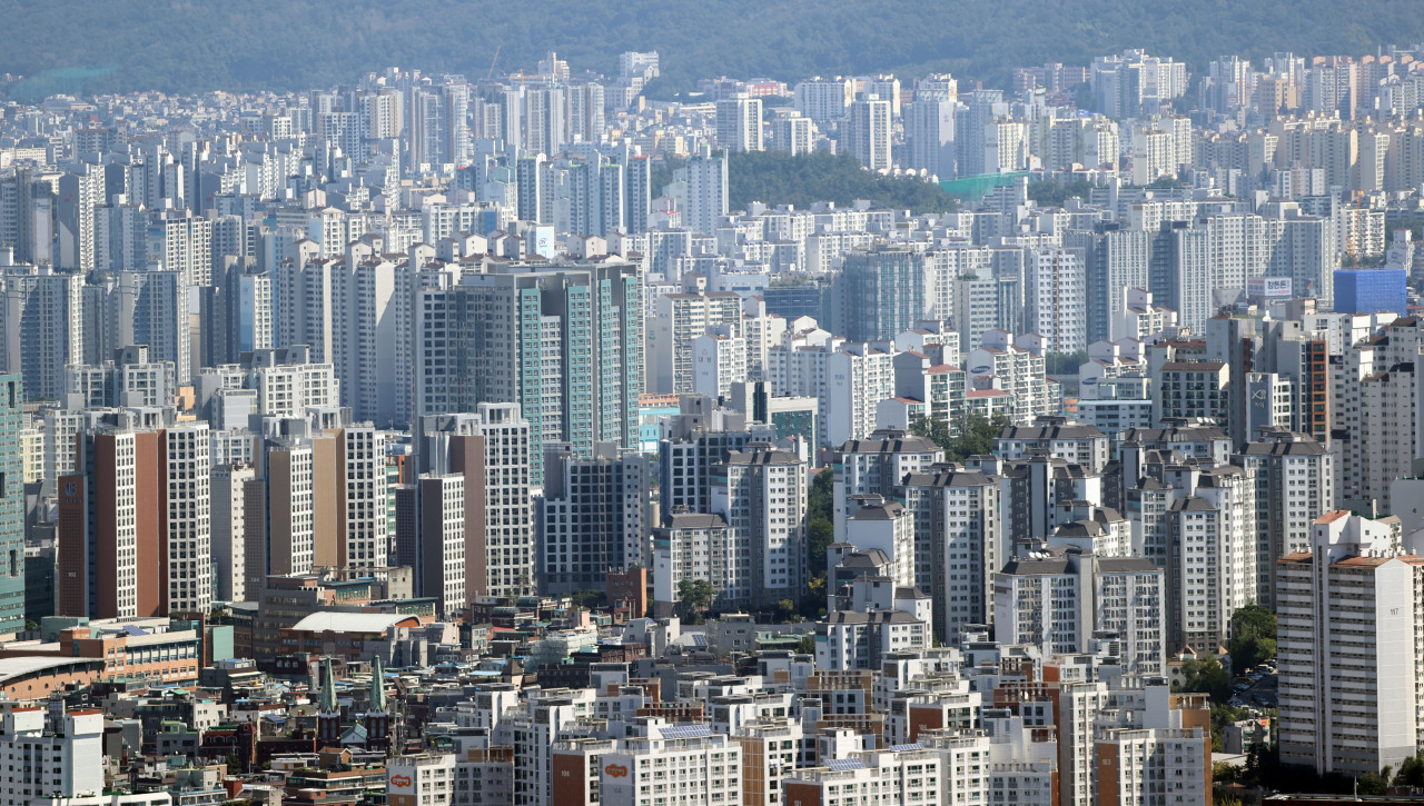 A view of apartment complexes in Seoul (Yonhap)