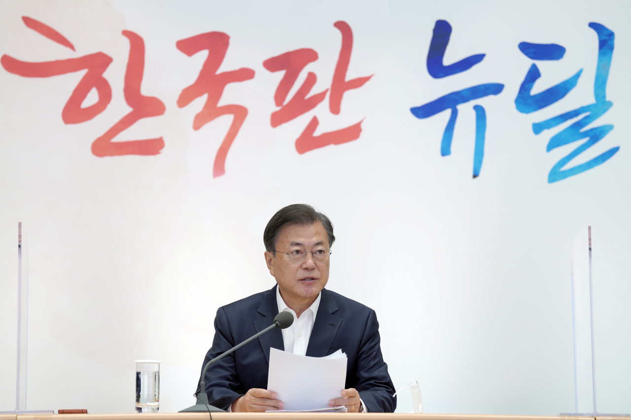 President Moon Jae-in speaks at the Korean New Deal meeting on Tuesday. (Yonhap)
