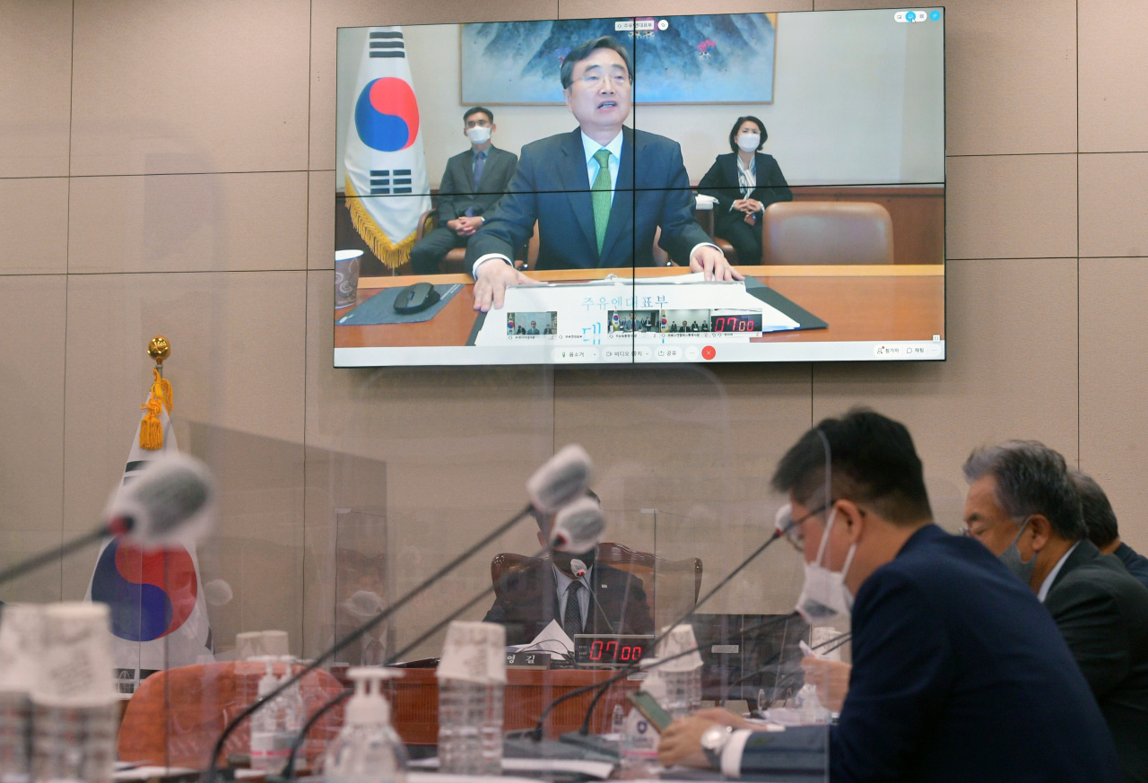 Ambassador Cho Hyun answers questions at the parliamentary audit on Wednesday. (Yonhap)